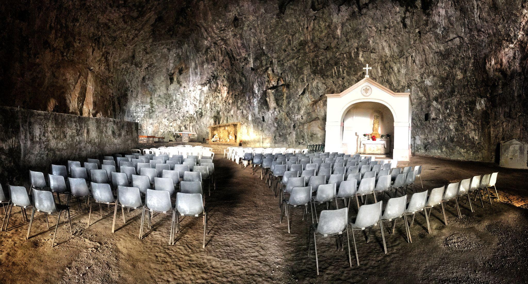 Santuario della Grotta di Praia a Mare 1